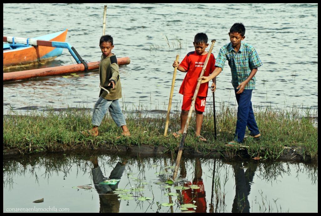 Niños Ulun Danu Bratan Bali