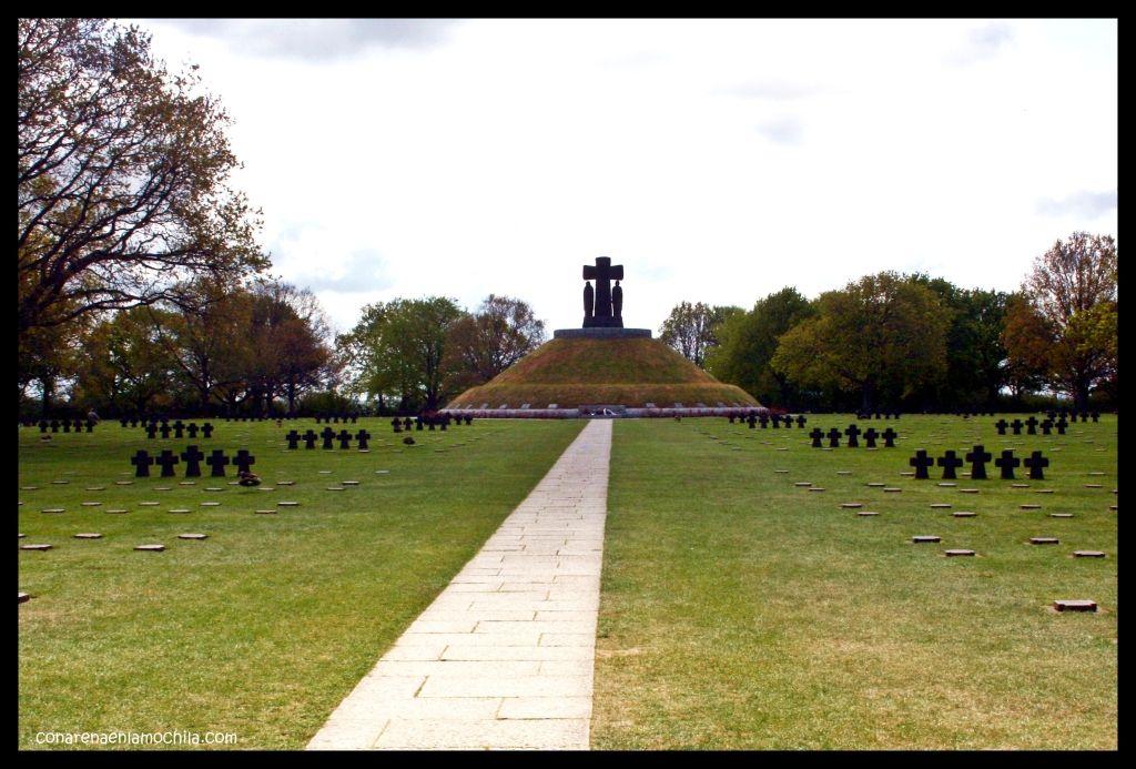 Cementerio alemán La Cambe Normandía Francia