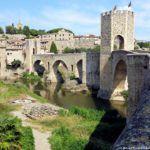 Pueblos medievales de Gerona: Paseando entre calles empedradas y murallas