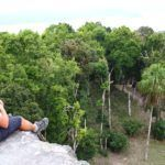 Yaxhá: La casita de los monos aulladores al lado de la laguna turquesa